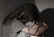 Bé gái 9 tuổi bị hiếp dâm khi bán vé số