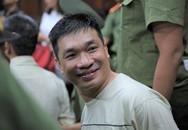 Nụ cười của Văn Kính Dương ở tòa và đứa bé không chịu gọi 'bố'