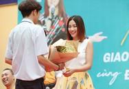 Á hậu Hoàng Oanh được nam sinh 'tỏ tình'
