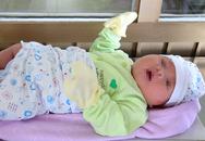 Vừa chào đời, bé trai có cân nặng khủng 5kg