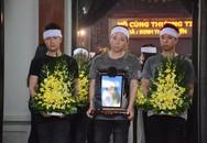 Nghệ sĩ Xuân Bắc và các đồng nghiệp rơi nước mắt trước linh cữu nữ nạn nhân trong vụ tai nạn thảm khốc tại hầm Kim Liên