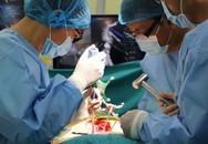 Giải cứu 3 trẻ bị xẹp phổi, vẹo cột sống do ngồi học sai tư thế