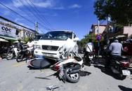 Xe ô tô húc liên hoàn 3 xe máy trên đường phố Đà Lạt, 3 người bị thương