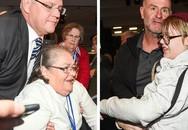Thủ tướng Australia bị ném trứng vào đầu giữa đám đông