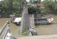 Cần cẩu gãy đôi khi vớt xe tải trong vụ sập cầu ở Đồng Tháp