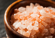 """Được gắn mác """"thần dược"""", muối hồng Himalaya tạo nên """"cơn sốt"""" trên thị trường Việt"""