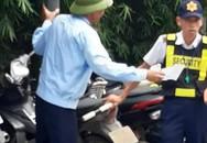 Hà Nội: Xôn xao nhiều người đi ngược đường bị bảo vệ chung cư chặn xe và bắt nộp phạt 100 ngàn đồng