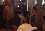 Hà Nội: Nhóm thanh niên nam nữ cầm tuýp sắt, giật tóc, đánh nhau dữ dội trên phố