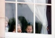 Louis cau có vì mẹ Kate không cho mút tay
