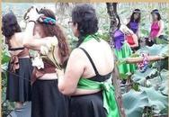 Sự thật nhóm chị em trung niên mặc yếm chụp ảnh với sen gây tranh cãi