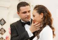 Chồng Tây lau nước mắt cho Phương Mai trong lễ rước dâu