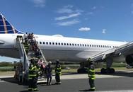 Máy bay Mỹ chở 166 hành khách bị nổ lốp khi hạ cánh