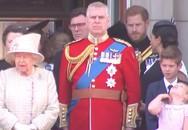 Meghan bị chồng nhắc nhở khi dự sinh nhật Nữ hoàng