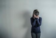 Sẩy tay làm đổ bát mắm, vợ vội vã lau chùi rồi xin lỗi rối rít càng khiến tôi đau lòng và căm phẫn