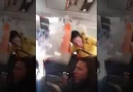 Máy bay gặp nhiễu động, tiếp viên bị hất ngược lên trần
