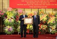 Thủ tướng trao Huân chương Độc lập hạng Nhất cho nguyên Bộ trưởng Bộ Y tế Nguyễn Quốc Triệu