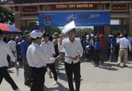 Hà Tĩnh: Hàng ngàn phụ huynh đội nắng chờ các thí sinh