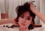 Ngoại hình khác lạ và táo bạo của 'bánh bèo thoát xác' Song Hye Kyo gần đây hình như lấy cảm hứng từ người tình?