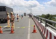 2 ô tô chạy cùng chiều rơi cầu Hàm Luông, thêm 2 người thiệt mạng