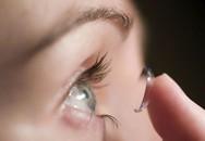 Bác sĩ hốt hoảng vì bệnh nhân tự rút đinh cắm sâu trong mắt