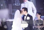 Dương Khắc Linh - Ngọc Duyên khoá môi nhau ngọt ngào trong lễ cưới, chính thức trở thành vợ chồng!