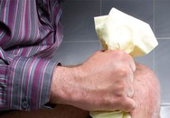 Dạ dày người đàn ông chạy lên phổi, vỡ cơ hoành do làm điều này khi đi vệ sinh