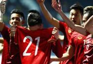 Việc làm đầy xúc động của tuyển Việt Nam sau chiến thắng Thái Lan khiến ai cũng phải yêu mến