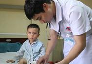 Kinh hãi căn bệnh khiến bé trai 3 tuổi tê liệt 2 chân, khó cử động chỉ sau giấc ngủ trưa