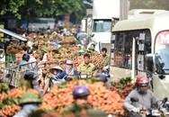 Vải thiều 50.000 đồng/kg, người dân ùn ùn chở xuống chợ