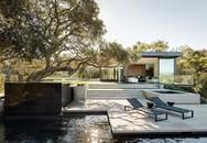 Ngôi nhà gây ấn tượng bởi cấu trúc bất đối xứng và một bể bơi vô cực dài 75 mét