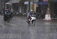 Miền Bắc và miền Trung có mưa lớn, cảnh báo dông, lốc sét và gió giật mạnh