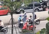 Hà Nội: Nữ 'ninja' liều lĩnh quay đầu xe, đi ngược chiều bất chấp dòng phương tiện đang đi vun vút giữa hầm Kim Liên
