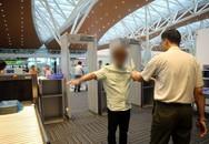 Nam hành khách trộm điện thoại iPhone 7 Plus trên khay đồ khi qua cửa soi chiếu ở sân bay Đà Nẵng