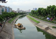 Sông Tô Lịch bất ngờ... trong xanh, người dân buông cần câu cá!