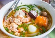 Quán bánh canh cua gần 40 năm tuổi vẫn 'hot' ở Sài Gòn