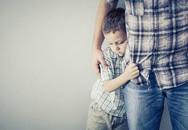 Nhiều cha mẹ sợ con hư hỏng nhưng lại không biết sợ con trở nên hèn kém và thiếu tự tin