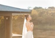 Sốt xình xịch ảnh cưới của Cường Đô La và Đàm Thu Trang: Khoá môi cực ngọt, 'nắm tay đi khắp thế gian' bằng siêu xe