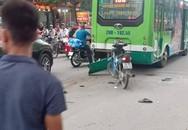 Hà Nội: Ô tô con mất lái đâm hàng loạt phương tiện, nhiều mảnh vỡ vương vãi khắp đường