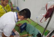 """Bệnh viện tỉnh thiếu máu, bác sĩ """"cầu cứu"""" tuyến trên để giải nguy cho bệnh nhân"""