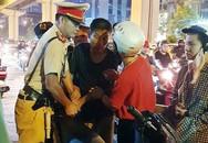 Đối tượng cầm đá đánh đại úy CSGT nhập viện đối diện với nhiều tội danh