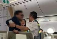 Bị tố sàm sỡ trên máy bay, đại gia bất động sản nói gì?
