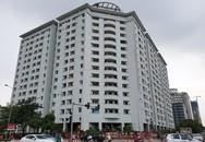 """Hà Nội: Hàng trăm căn hộ tái định cư trên """"đất vàng"""" quận Cầu Giấy rong rêu phủ kín"""