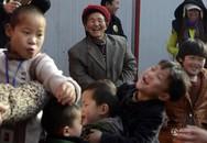 Nể phục hành động tuyệt vời của người phụ nữ nhận nuôi 45 đứa trẻ trong 47 năm