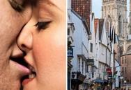 Cặp đôi quan hệ tình dục giữa phố đông gây phẫn nộ