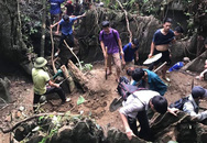 Hàng trăm người dân thất vọng về nhà sau nhiều ngày xẻ núi tìm đá quý