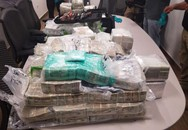 Ngỡ ngàng khi phát hiện 3,7 triệu USD tiền mặt bỏ lại trên thuyền ở biên giới hoang vu