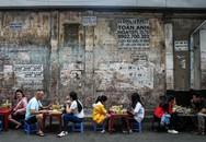 Tiệm bánh mì 60 năm bên vỉa hè Sài Gòn, mỗi ngày 400-500 lượt khách