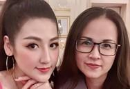 Á hậu Tú Anh được mẹ tháp tùng chạy show