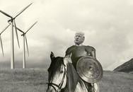 Tiết lộ gây sốc về mối thâm thù kỳ lạ của ông Trump với những chiếc cối xay gió