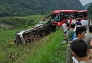 Xe khách giường nằm đâm đuôi xe tải khiến 16 người thương vong